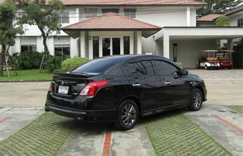 Nissan Almera rear view